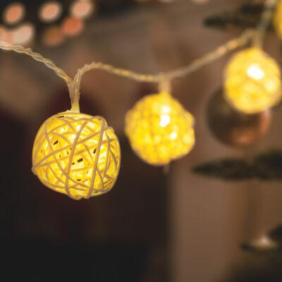LED fényfüzér (rattan labdák, 1,35 m, melegfehér, 2 x AA)